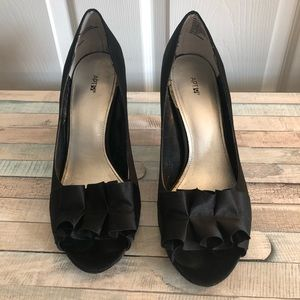 Apt. 9 black pumps with ruffles
